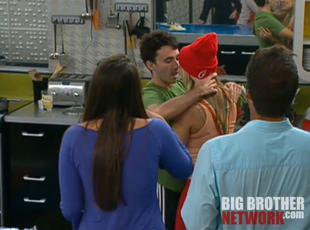 Big Brother 14 – Ian and Ashley kiss