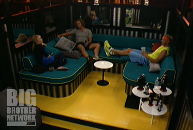 BB14-Live-Feeds-08-19-Britney-boogie-frank