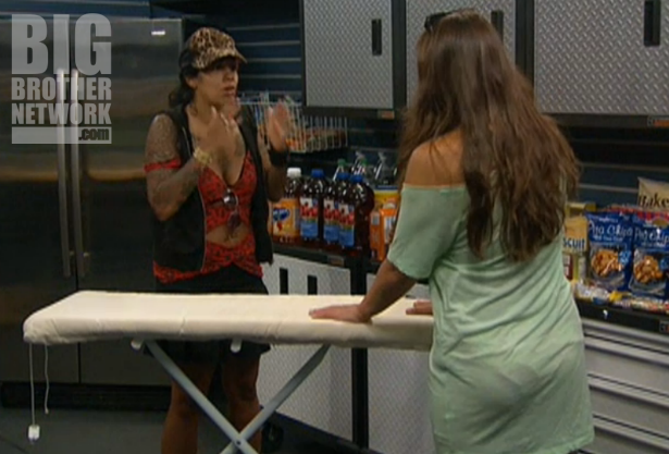 BB14-Live-Feeds-08-21-Jenn-confronts-Danielle