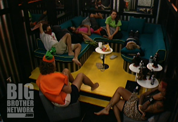BB14-Live-Feeds-08-29-arcade-room