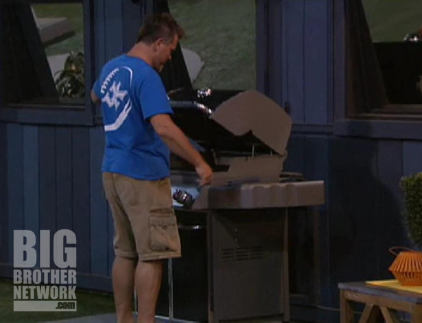 Big Brother 14 – Joe checks out the new grill