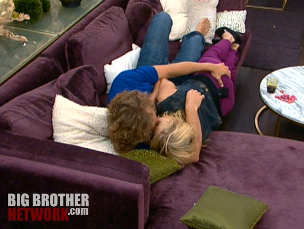 Frank & Ashley kiss – Big Brother 14