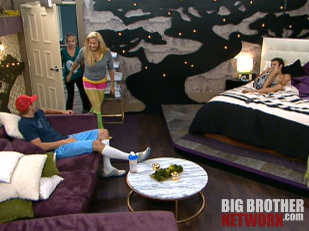 Big Brother 14 – Janelle and Britney crash HoH