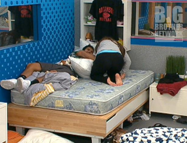 Big Brother 14 – Shane and Danielle wrestle