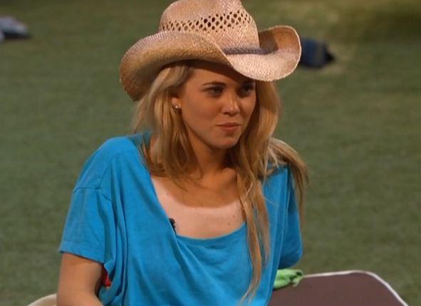 Aaryn & her hat