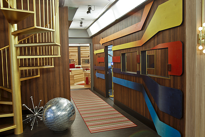 BIG BROTHER 15 – Bathroom hall