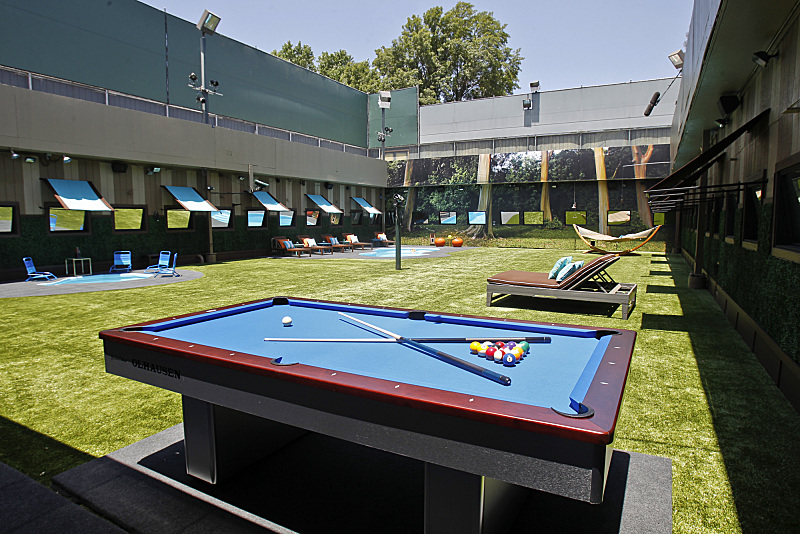 BIG BROTHER 15 – Backyard pool table