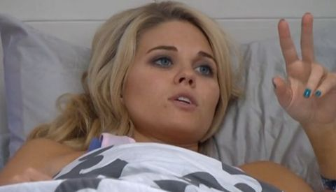 Aaryn counting her fans