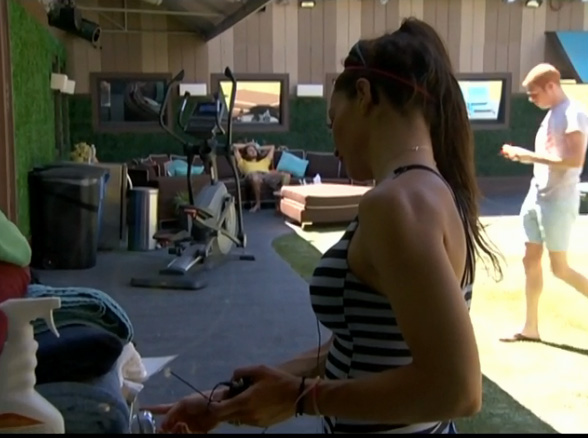 BB-15-Live-Feeds-0825-6