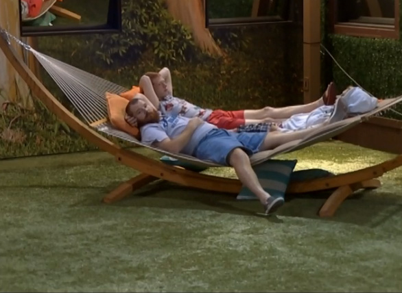 BB15-Live-Feeds-0827-4