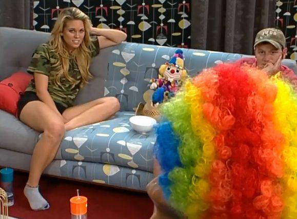 Candice Clown-tard meets Clowney