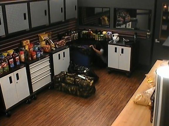 Amanda hides behind the trashcan 02