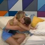 Judd and Aaryn kiss 01