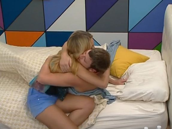 Judd and Aaryn kiss 01