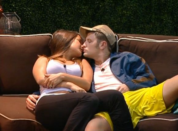 Judd and Jessie kissing 02