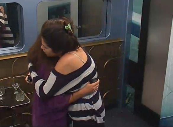 Amanda and Elissa hug