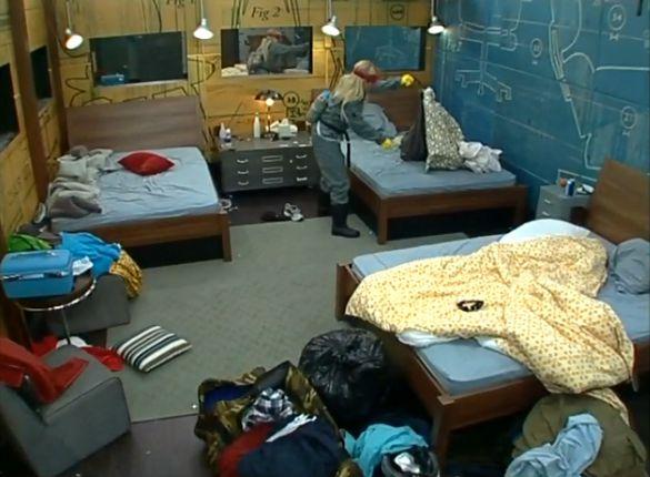 GinaMarie exterminates McCranda's bed