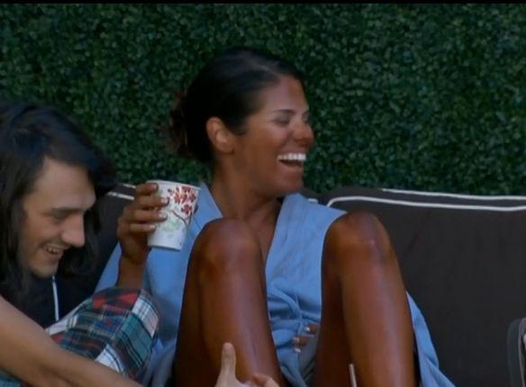 Amanda gets a tan 03