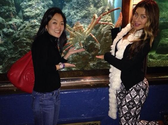 Helen & Elissa at the aquarium