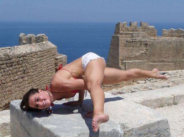Elissa Slater – Yoga pose 02