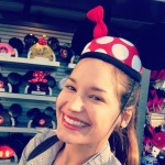 Jessie tries on a Minnie Mouse hat
