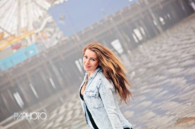 Elissa Reilly by the water 01 – Philip Alan Photography
