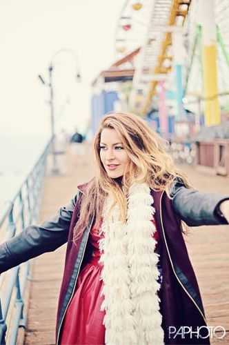 Elissa Reilly on the pier 02 – Philip Alan Photography