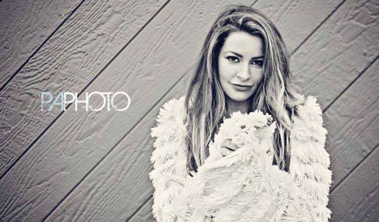 Elissa poses 03 – Philip Alan Photography