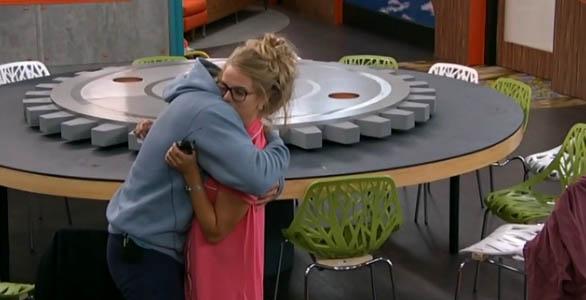 BB16-Hyaden-Nicole-hug