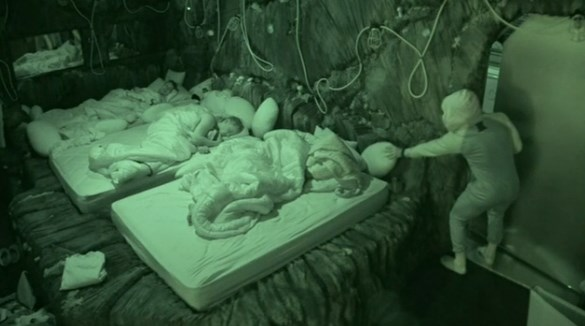 bb16-20140728-0526-pillow-04