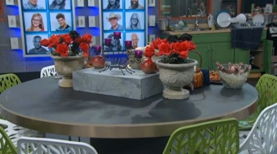 Big Brother 16 - Small dining table arrives