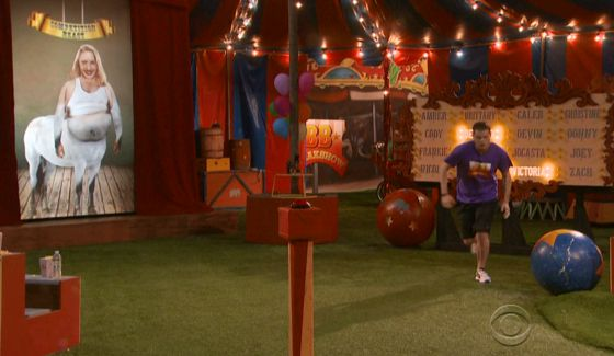 bb16-episode-34-veto-freak-show-derrick-00
