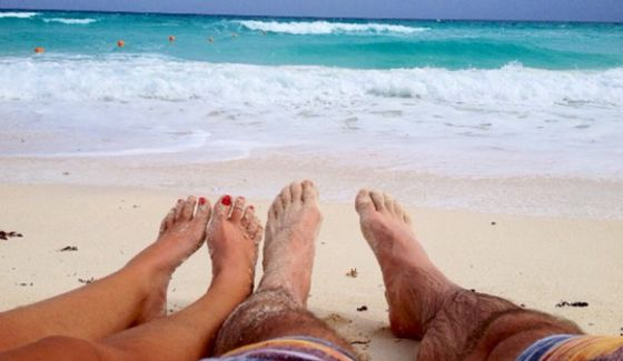 Jeff & Jordan kick back on a Cancun beach