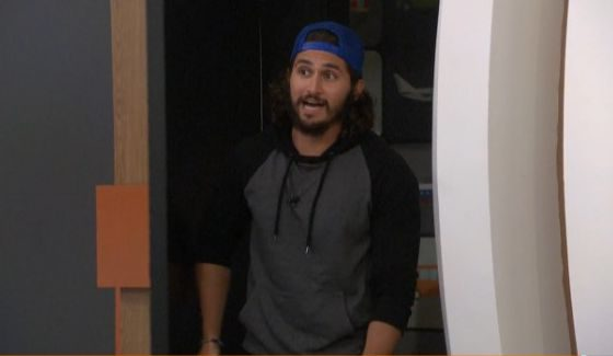 Victor makes an announcement on BB18