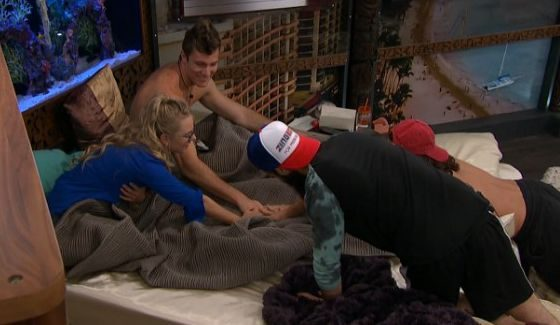Nicole and Corey form a F4 with Victor and Paul
