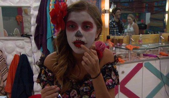 Shelby gets ready for Halloween on BBOTT