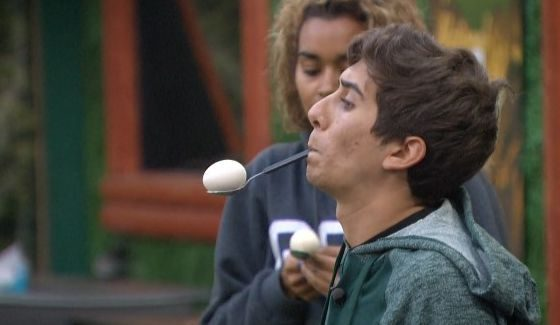 Jason balances an egg to win BBOTT
