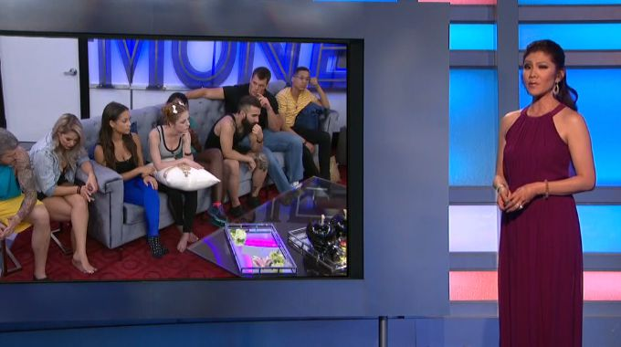 Julie Chen talks to the BB19 HGs