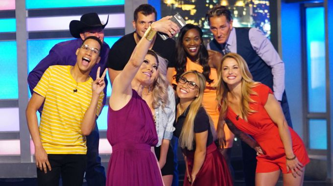 Julie Chen poses with Big Brother 19 HGs at move-in