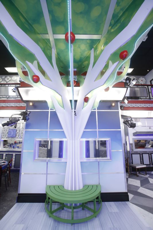 Big Brother 19 Foyer 01