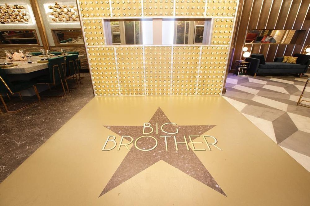 Celebrity Big Brother 2018 House – Foyer 01