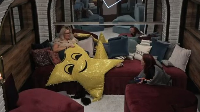 Janelle and Nicole A on BB22